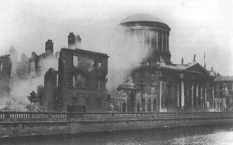 The Four Courts on fire in June 1922
